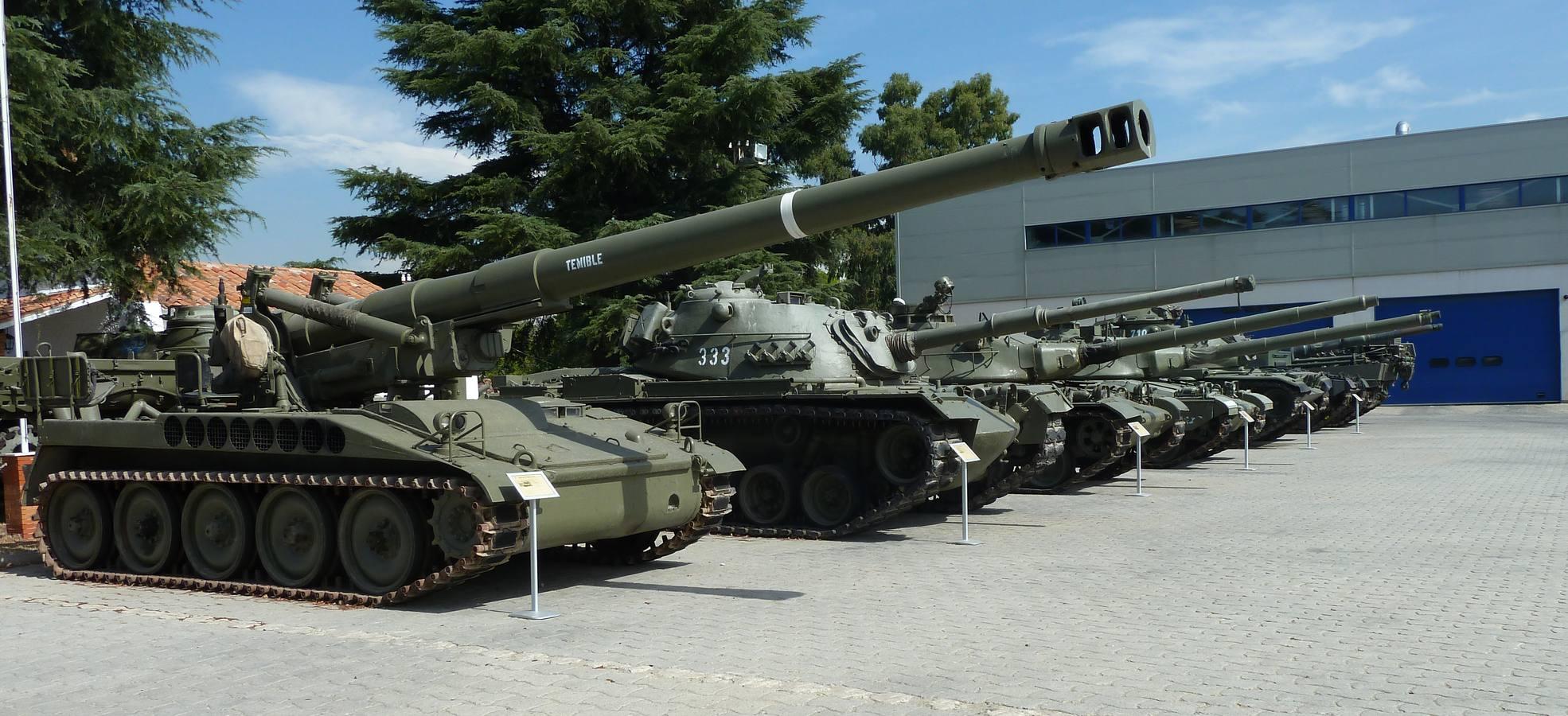 Tanques en la base militar El Goloso